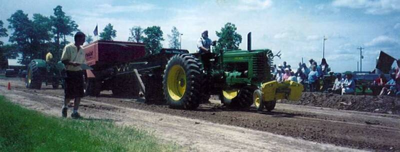 JD G Tractor